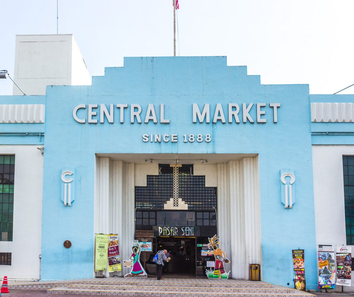 shopping at the central market in kuala lumpur - things you should know before going to malaysia