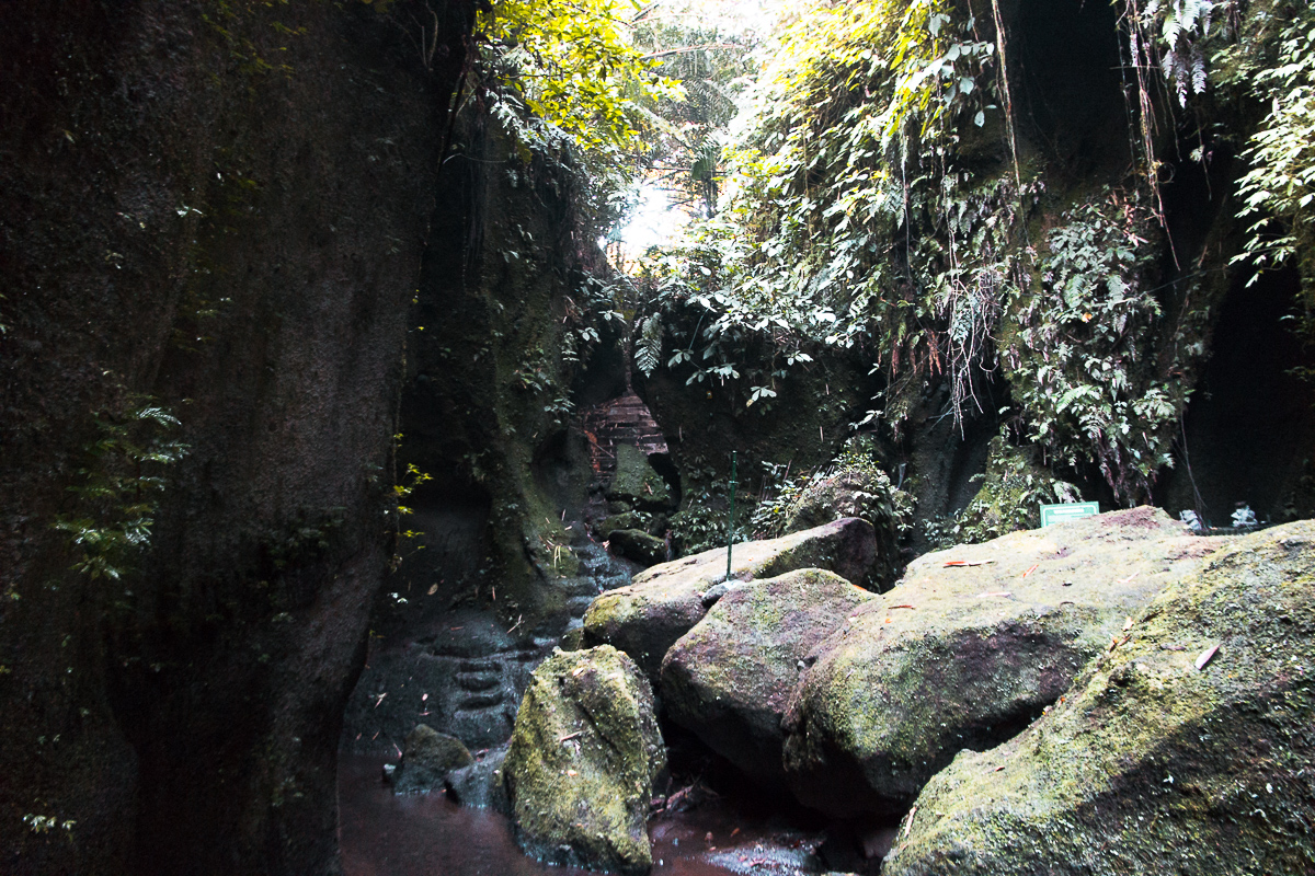 path to the tukad cepung waterfall