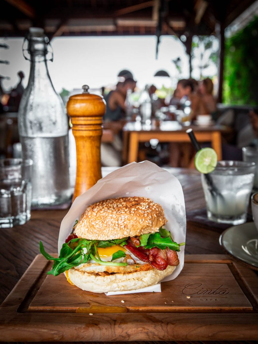 egg and bacon burger at cinta cafe canggu