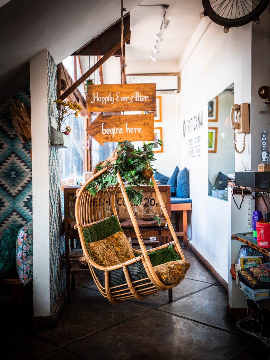 swinging chair at roti canai canggu
