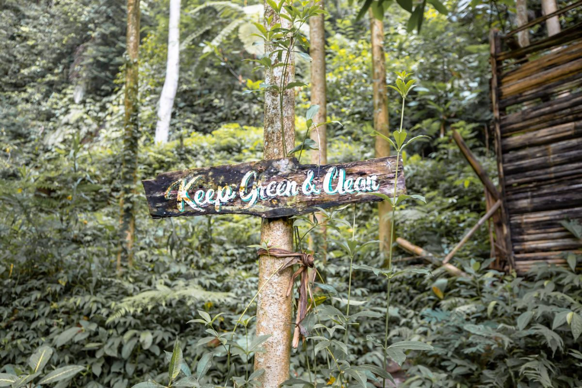 keep green and clean sign at the leke leke waterfall in bali